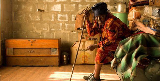 Zwelethu Mthethwa - Hope Chest - Jack Shainman Gallery