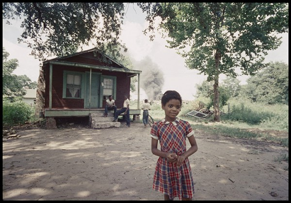 Gordon Parks Untitled, Mobile, Alabama, 1956, Archival pigment print, 16 x 20 inches. Image © Gordon Parks Foundation Courtesy Rhona Hoffman Gallery