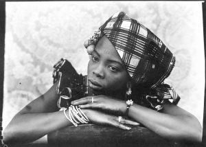 AIPAD 2017. Seydou Keita 'Untitled Portrait, Mali', 1950 gelatin silver print. Courtesy Danziger Gallery